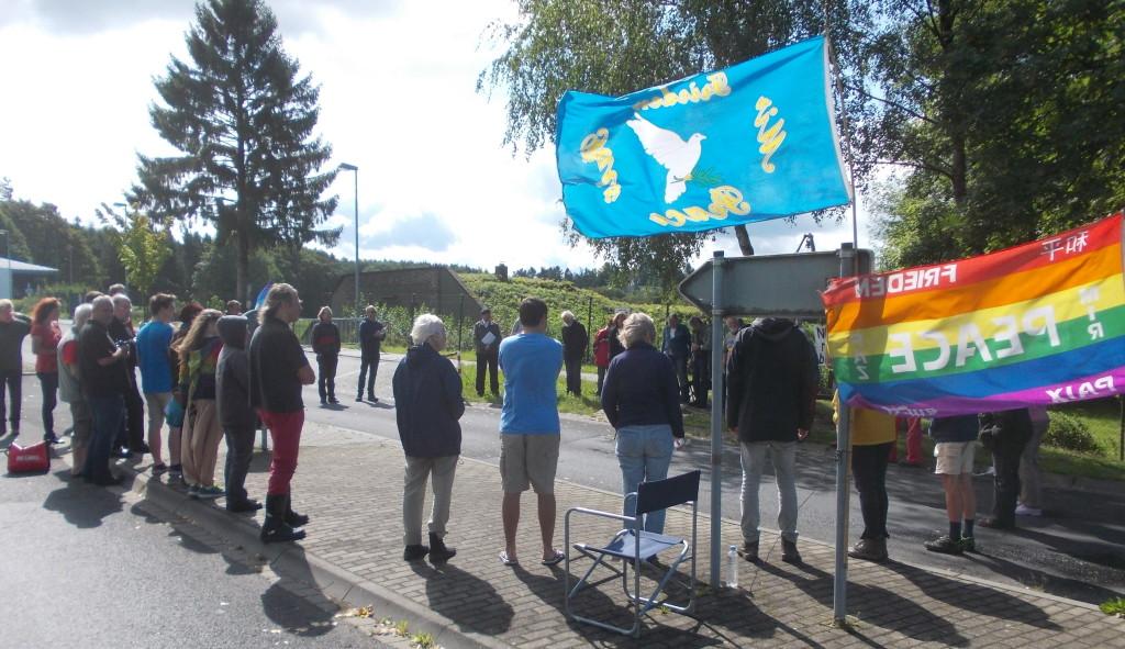 Letzte Friedensandacht der diesjährigen Fastenaktion vorm Haupttor